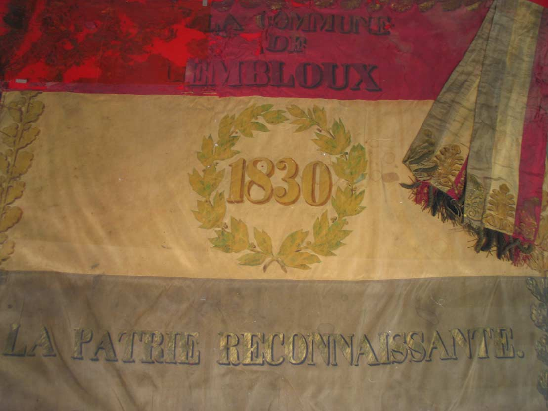 drapeau 1830 avant restaura